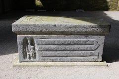 Den forntida gravvalvet grundar på den Jerpoint abbotskloster i Irland Royaltyfri Fotografi