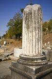 den forntida grekiska pelaren återstår Arkivfoto