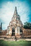 Den forntida ingången till fördärvar av den gamla templet i Ayutthaya Arkivbild