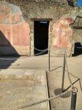 Den forntida italienska staden av Pompeii förstörde vid en vulkan arkivfoto