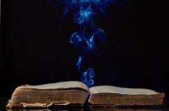 Den forntida magiska boken Royaltyfria Bilder