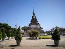 Den forntida pagodaen Sikt av den gamla pagoden på Wat Phra Sri Ratta arkivbilder