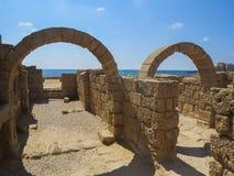 Den forntida porten på Caesarea Royaltyfria Bilder