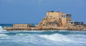 Den forntida porten på Caesarea royaltyfri fotografi