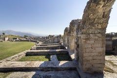 Den forntida romaren fördärvar nära staden som delas i Kroatien Royaltyfri Fotografi
