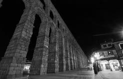Den forntida romerska akvedukten i Segovia royaltyfri fotografi