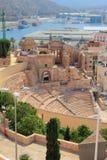 Den forntida romerska teatern och fördärvar av domkyrka cartagena spain Royaltyfri Fotografi