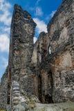 Den forntida slotten fördärvar i ett ungerskt berg Somlo royaltyfri fotografi