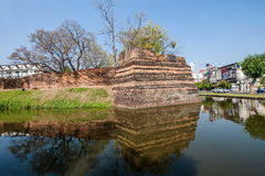 Den forntida staden av Chiang Mai, Thailand forntida vägg Royaltyfri Bild