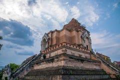 Den forntida staden av Chiang Mai, Thailand Wat Chedi Luang & x28; Wat Chedi Luang & x29; huvudsaklig stupa Royaltyfri Fotografi