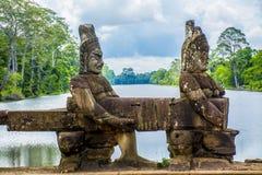 Den forntida statyn i Angkor Wat cambodia Arkivbilder