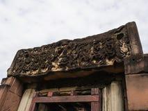 Den forntida stenen för en khmerkonstsand som snider historiska Phimai, parkerar Pra Royaltyfria Foton