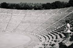 Den forntida teatern av Epidaurus i Grekland royaltyfria foton
