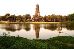 Den forntida templet i historiska Ayutthaya parkerar, Thailand Royaltyfri Bild
