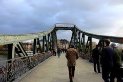 Den fot- bron i Frankfurt Der Eiserne Steg Fotografering för Bildbyråer