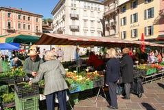 Den fot- fyrkanten i mitten av Lugano Royaltyfri Bild