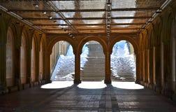 Den fot- gångtunnelen på Bethesda Terrace, Central Park, New York City. Arkivfoto