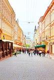 Den fot- gatan som namnges Olga Kobylianska Arkitektur i den gamla staden Chernivtsi Royaltyfri Fotografi