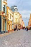 Den fot- gatan som namnges Olga Kobylianska Arkitektur i den gamla staden Chernivtsi Arkivfoton
