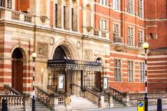 Den främre ingången av den kungliga högskolan av musik royaltyfria bilder