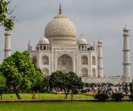 Den främre sidan av den Taj Mahal mausoleet arkivbild