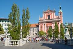 Den Franciscan kyrkan av förklaringen i mitt av Ljubljana fotografering för bildbyråer