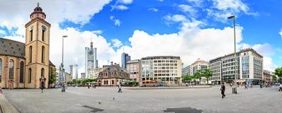 Den Frankfurt staden Royaltyfria Bilder