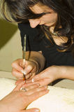 den franska görande manicuren spikar Arkivbilder