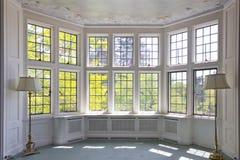 den franska interioren förser med rutor fönstret Royaltyfria Bilder