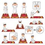 Den färdiga uppsättningen av den muslimska bönpositionshandboken utför stegvis vid pojken Royaltyfri Bild