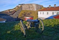 Den Fredriksten fästningen halden in (den gammala fältkanonen) Arkivfoton