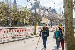Den fria staden turnerar den tjänste- handboken Arkivbild