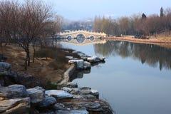 Lake i botanisk trädgård i beijing Fotografering för Bildbyråer