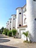 Den frilufts- arkitektoniska stilen av husen, formen av tornet. Royaltyfri Foto