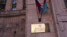 Den från den ryska federationen Utrikesdepartementet är det skriftligt i ryss, den Smolenskaya fyrkanten, Moskva, Ryssland arkivfilmer
