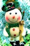 Den frostiga snögubben skidar Fotografering för Bildbyråer