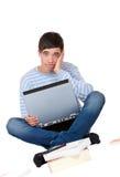 den frustrerade stiliga bärbar dator lärer deltagaren Royaltyfri Bild