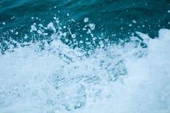 den fryste exponeringen betyder plaska vatten för rörelse Arkivfoto
