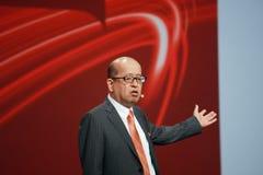 Den Fujitsu vice verkställande direktören Noriyuki Toyoki gör anförande på den Oracle OpenWorld konferensen royaltyfri foto