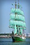 den fulla segelbåten seglar Fotografering för Bildbyråer