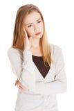 Den fundersamma kvinnan har ett stort problem Royaltyfria Bilder