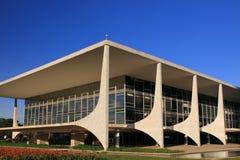 Den Futuristic brasilianska presidentbyggnaden Fotografering för Bildbyråer