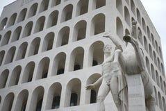 Den fyrkantiga Colosseumen royaltyfri fotografi