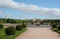 Den GÐ-³Ð°nd slotten i Peterhof, St Petersburg Arkivbilder
