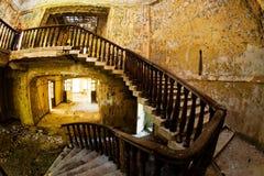 Den gamla övergav bondgården av Faberge är solljus broken exponeringsglas Royaltyfri Foto