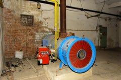 Den gamla övergav gasutrustningen för att leverera varm luft Royaltyfri Foto