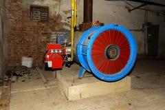 Den gamla övergav gasutrustningen för att leverera varm luft Arkivfoto