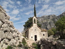 Den gamla övergav kyrkan royaltyfria foton