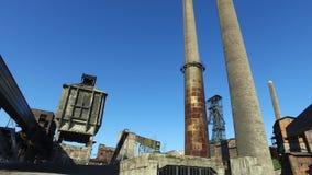 Den gamla övergav Metallurgical växten - göra till kok växten, lampglas, kolgruvatorn lager videofilmer
