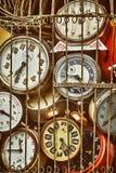 Den gamla antikviteten tar tid på i samling för järnbur royaltyfri foto